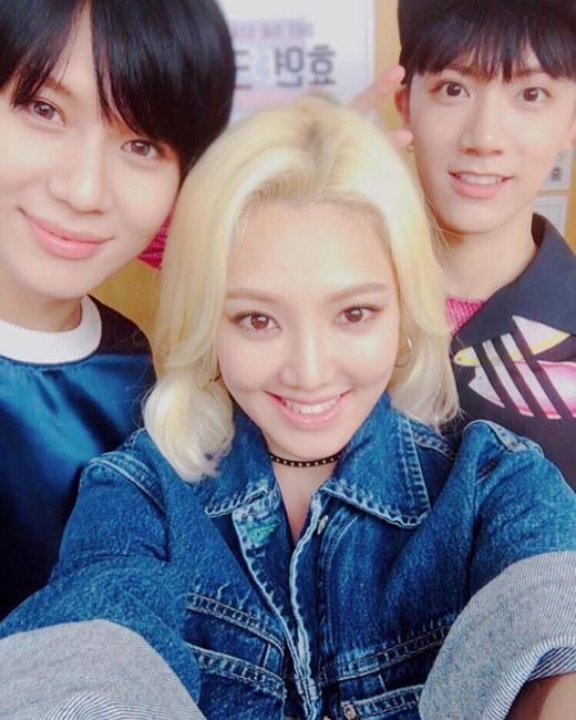 """Hyoyeon (Girls' Generation) poste une photo dans les coulisses de """"Hit The Stage"""" en compagnie de Taemin (SHINee) et Ten (NCT)"""