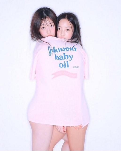 La marque Johnson & Johnson commente la photo controversée de Sulli et Hara