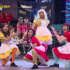 "BTOB se transforma en Red Velvet en una divertida presentación de ""Dumb Dumb"""