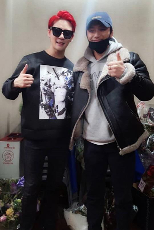 Junsu de JYJ muestra su amistad con Byun Yo Han