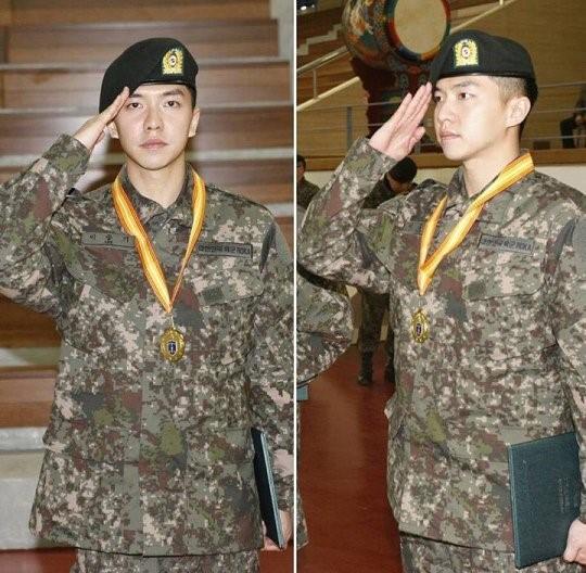 Lee Seung Gi finaliza el entrenamiento del servicio militar con honores