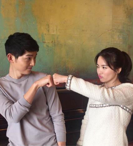 """¿Cómo reaccionó el elenco de """"Descendants of the Sun"""" ante los rumores de noviazgo entre Song Joong Ki y Song Hye Kyo?"""