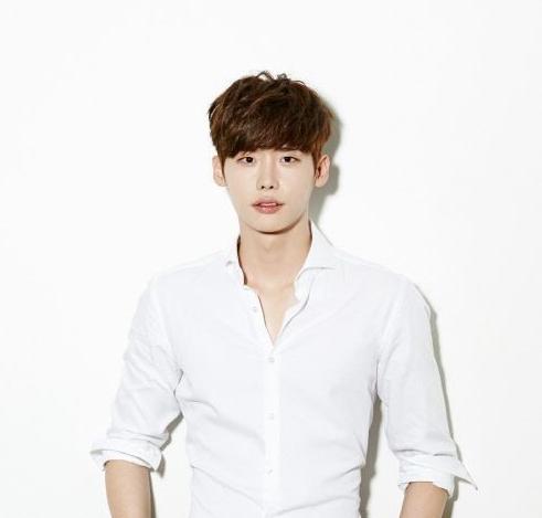 Lee Jong Suk sigue a Park Shin Hye haciendo una aparición especial en drama web como muestra de lealtad