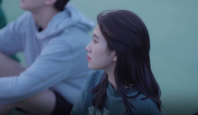 "Baek Yerin regresa calmadamente con ""Bye Bye My Blue"""