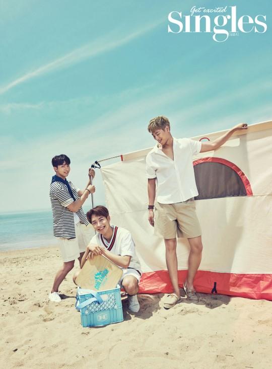 Los chicos de KNK se divierten en la playa en su primer sesión fotográfica para una revista