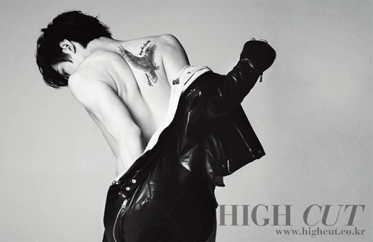 park-yoochuns-brother-park-yoo-hwan-shows-off-macho-body_image