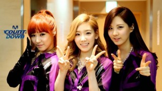 shinwha-snaps-photo-with-taeyeon-tiffany-and-seohyun-to-celebrate-taetiseos-debut_image