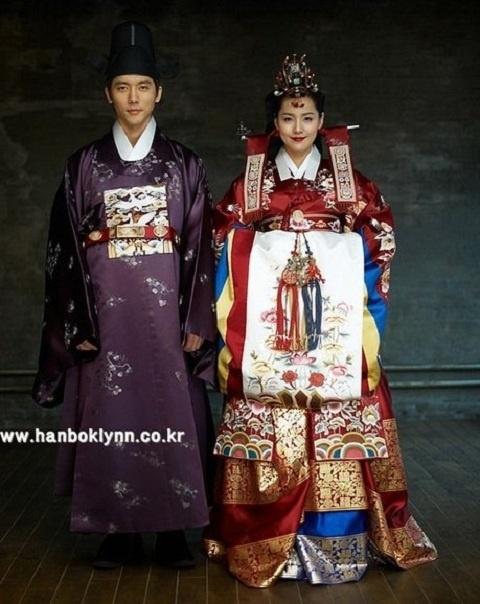 eugenes-stunning-wedding-photos-in-traditional-hanbok-revealed_image