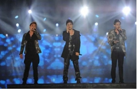 "JYJ's Stunning Performance Leaves Lasting Impression at ""JYJ UNFORGETTABLE LIVE CONCERT IN JAPAN 2011"""
