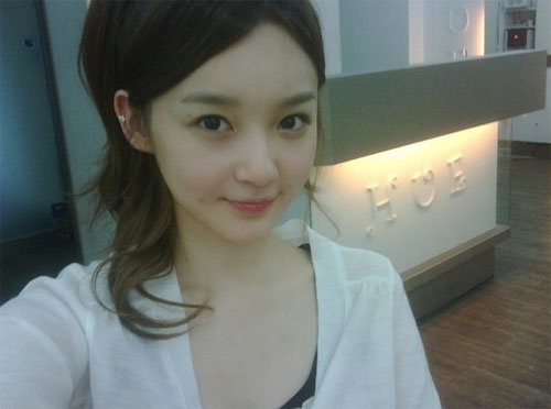davichis-kang-min-kyungs-selca-no-more-baby-fat_image