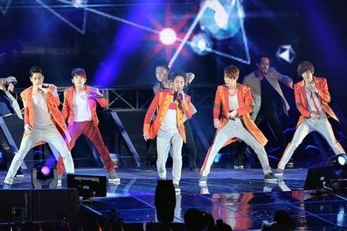 Shinhwa Successfully Finishes Their First Concert of Their Asia Tour