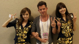 american-simon-curtis-meets-girls-generations-sooyoung-and-compliments-her-english-skills_image