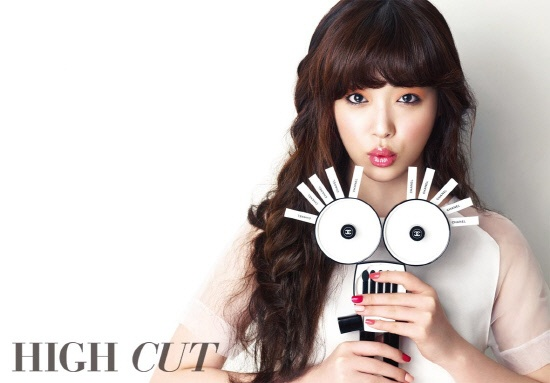 "Sulli Looks Like Audrey Hepburn for ""High Cut"""