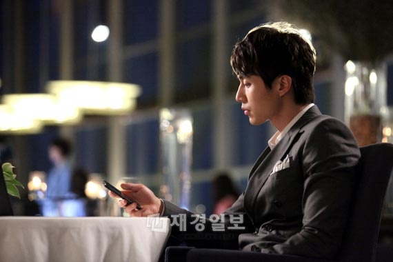 lee-dong-wook-likes-fx-what-about-taeyeon_image