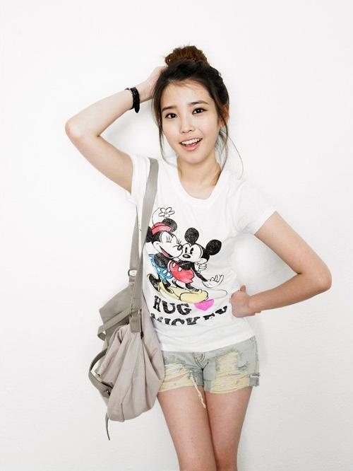Is IU Cuter Than Hello Kitty?!