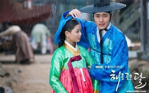 kim-yoo-jung-graces-vogue-girl-allure-korea_image
