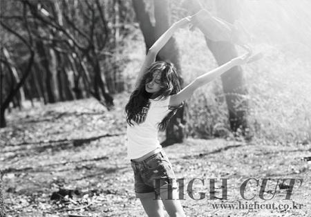 fashionista-kim-min-hees-glamorous-spring-outing-photoshoot_image