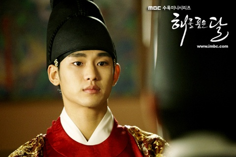 "Kim Soo Hyun Reveals, ""After the Kiss with Han Ga In, I Was Extremely Tired…I Was Also Very Nervous"""