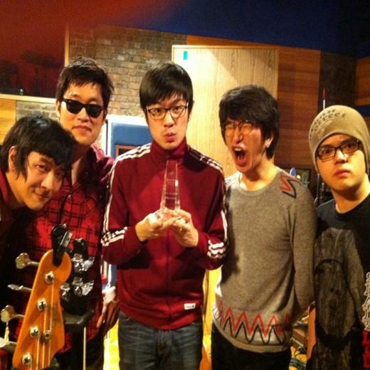 jang-gi-ha-and-the-faces-recieve-japanese-award_image