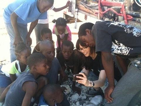 wonder-girls-sun-ye-volunteers-in-haiti-1_image