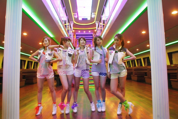 girls-day-releases-interactive-hug-me-once-mv_image