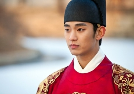 "Kim Soo Hyun Praised for Singing ""The Moon that Embraces the Sun"" OST"