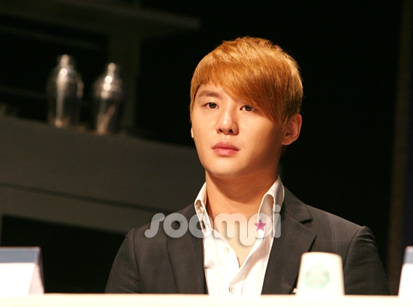 the-5th-musical-awards-xiah-junsu-and-kim-junsu-idol-vs-musical-actor_image