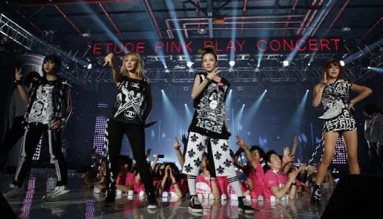 "2NE1, MBLAQ and Others Perform at the ""Pink Play Concert"" Hosted By Etude House"