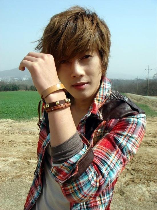 ss501s-kim-hyunjoongs-free-agent-status-causing-a-frenzy_image