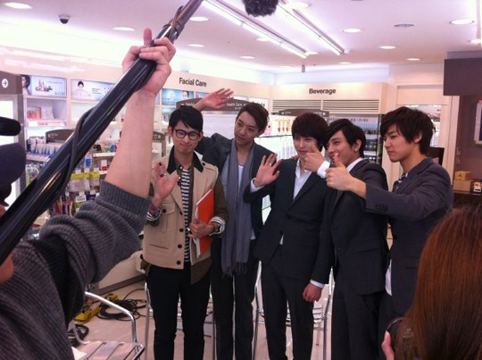 cnblue-chosen-as-a-muse-by-a-project-runway-korea-designer_image