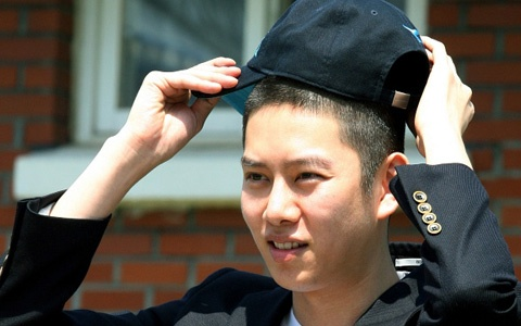 heechul-leaves-for-army_image