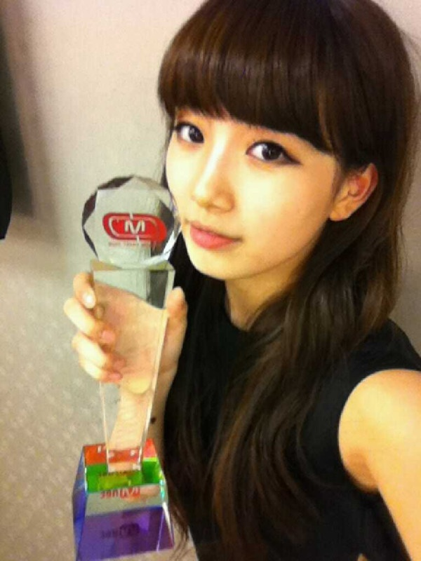 miss-as-suzy-shows-of-her-tattoo_image