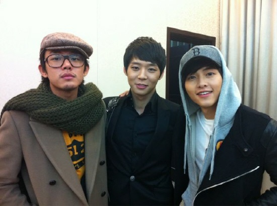 sungkyunkwan-scandal-boys-support-each-other-pose-for-photo_image