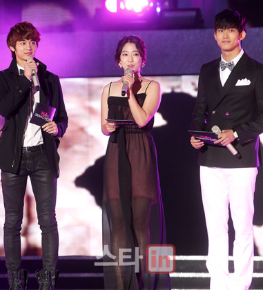 """2011 Hallyu Dream Concert"" Excites Nearly 20,000 Fans"