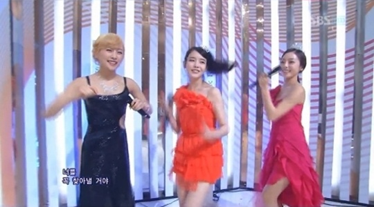 iu-karas-nicole-hara-do-taras-shuffle-dance-on-inkigayo_image