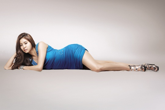 Uee is Sorry About Her Baseball Pitch