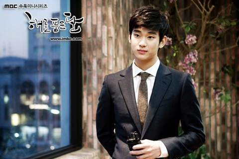 Kim Soo Hyun Embraces IU and miss A Suzy at the Same Time