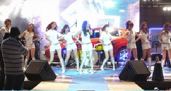 Video of SNSD's Performance at College Festival Popular Online