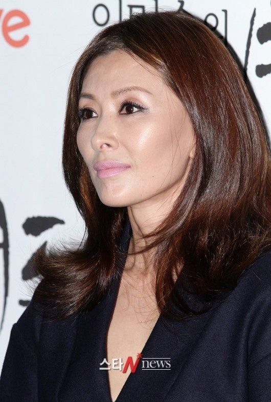 Lee Mi Sook Blackmailed by a Man 17 Years Her Junior