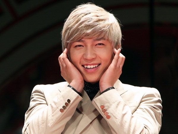 """Soo Hyun Diagnosed with """"Vocal Cord Nodule"""" Will Prematurely End U-KISS 2nd Album Activities"""