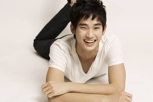"Kim Soo Hyun Chosen as Dessert Brand ""Petitzel"" Model"