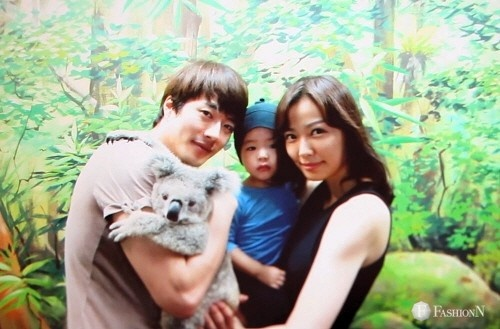 Son Tae Young Reveals Family Pictures with Kwon Sang Woo and Baby