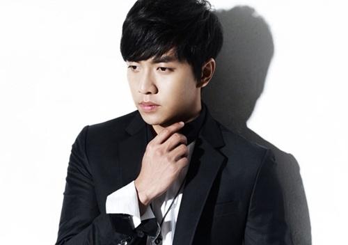 "Lee Seung Gi comes back with 4th album ""Shadow"""