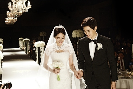 Stars Attend Yoo Ji Tae and Kim Hyo Jin's Wedding