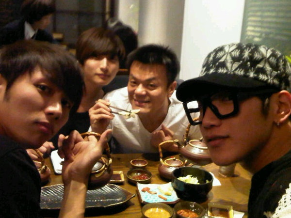 JYP Shares Dinner with 2PM and 2AM Members