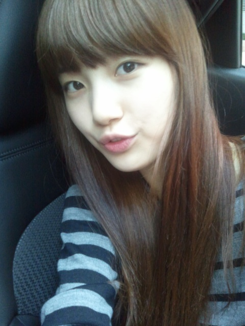 miss A Suzy Shows Off Her Clear Skin Through Selca