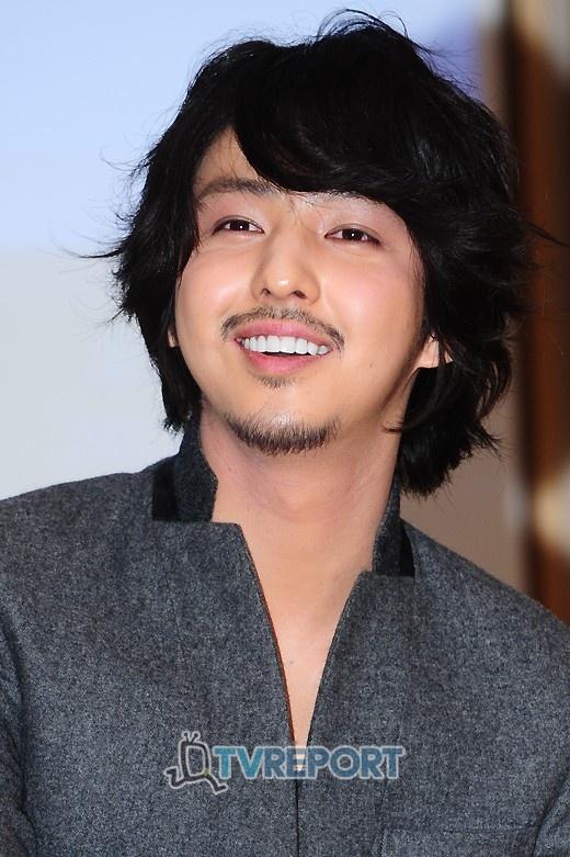 Super Junior's Kim Ki Bum Addresses Eyelid Surgery Rumors