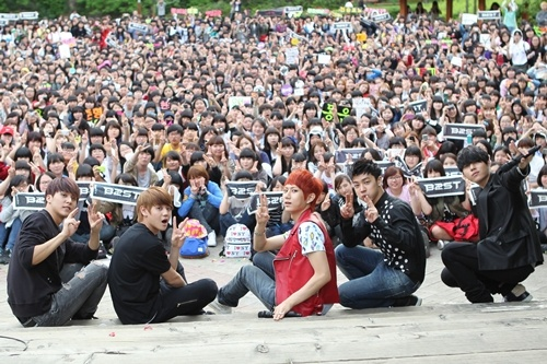 B2ST: 1500 Fans at a Surprise Meeting!