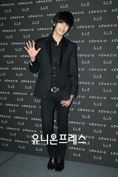 Park Jung Min to Launch Official Fanclub in October
