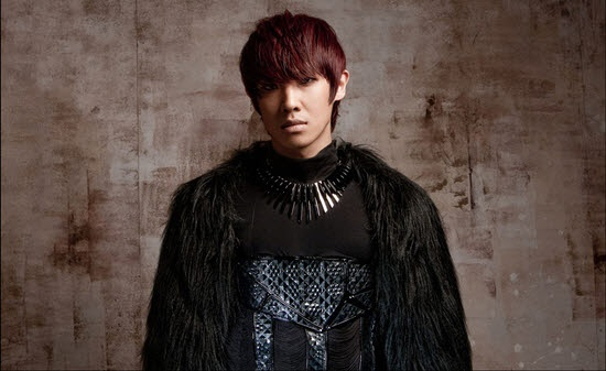 "MBLAQ's Lee Joon Does Sword Play for ""Run"" Performances"